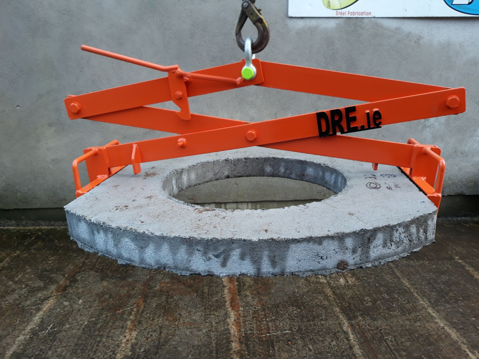 Dermot Redmond Engineering Ltd Concrete Manhole Lifting