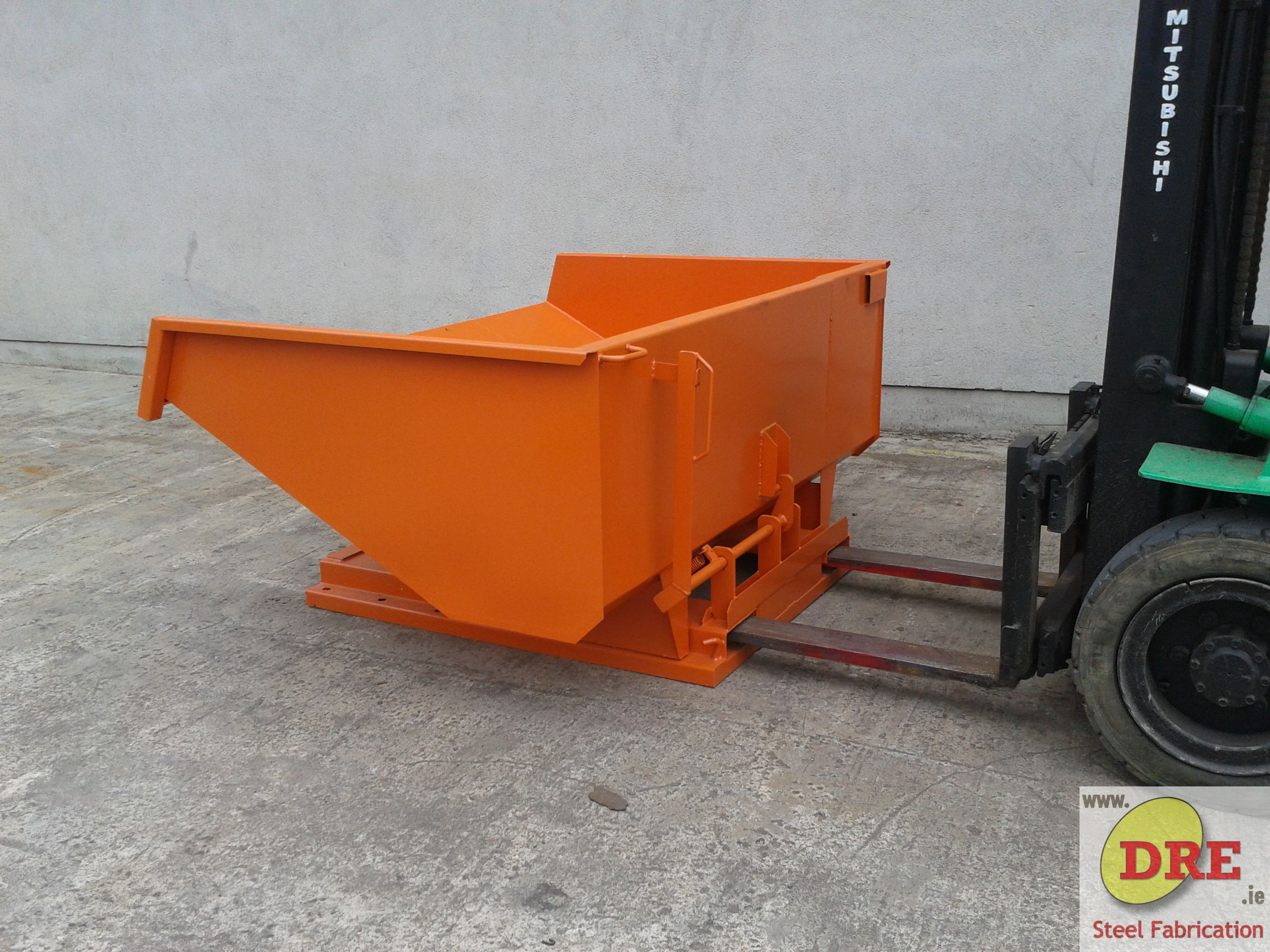 Forklift Tipping Skip hire dre bunclody dre.ie ireland